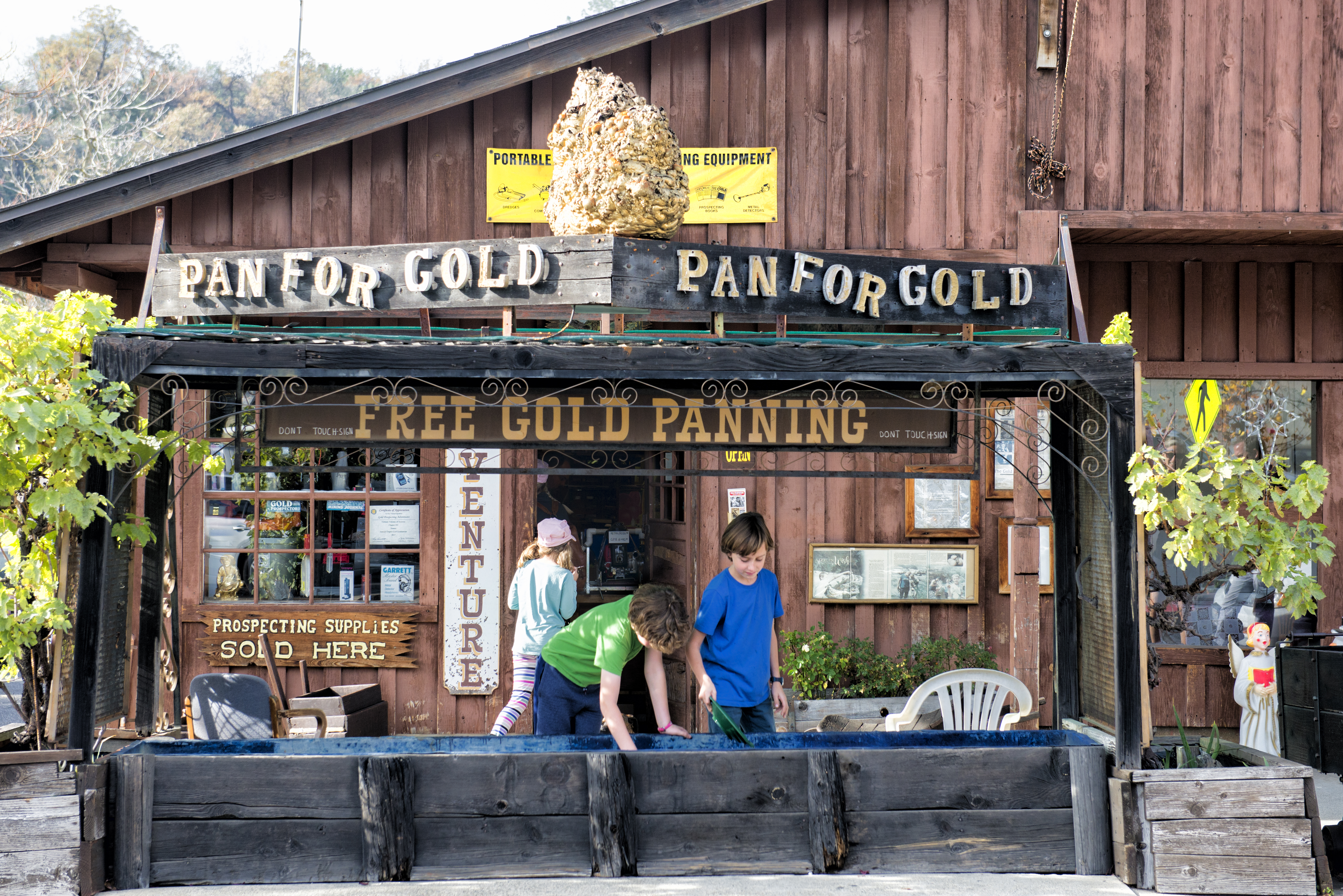 Gold Panning in Jamestown