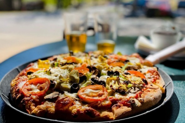 St. Charles Saloon Pizza @helloplate on Instagram