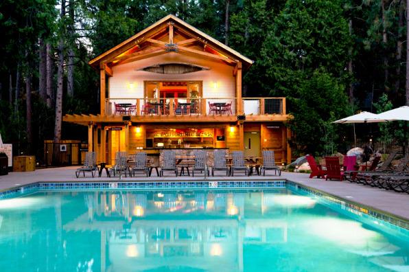 Evergreen Lodge Pool Bar