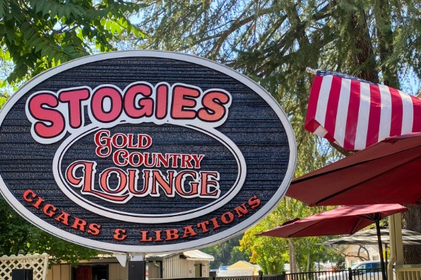 Stogies Gold Country Lounge